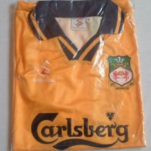 Wrexham Home Maillot de foot 1998 - 1999 sponsored by Carlsberg