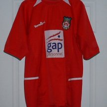 Wrexham Home Maillot de foot 2003 - 2004 sponsored by Gap Personnel