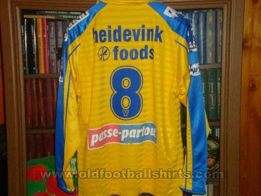 Sint-Truiden Home football shirt (unknown year)
